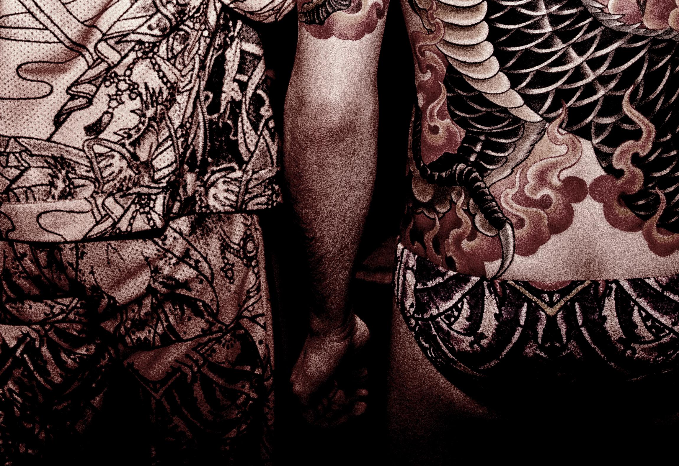 נתיב טאטו - מקועקעים לובשים בגדי קעקועים.