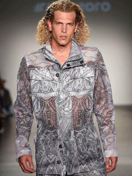 ג'קט ספארי מרשת עם חורים גדולים, התצוגה של Flying Solo בשבוע האופנה בניו-יורק (צילום: גטי אימז')